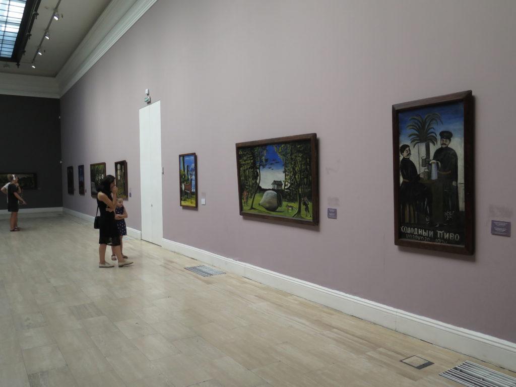Et kig ind i udstillingen i National Gallery (Kunstmuseet) i Tbilisi
