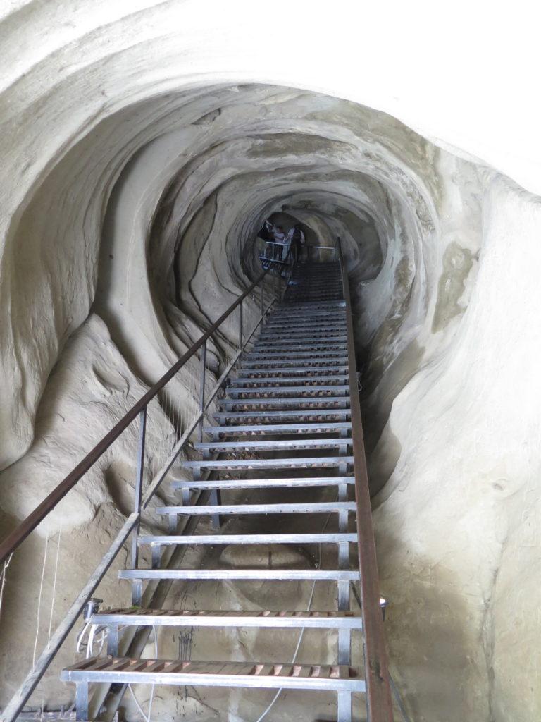Trappe gennem tunnel ned fra byen