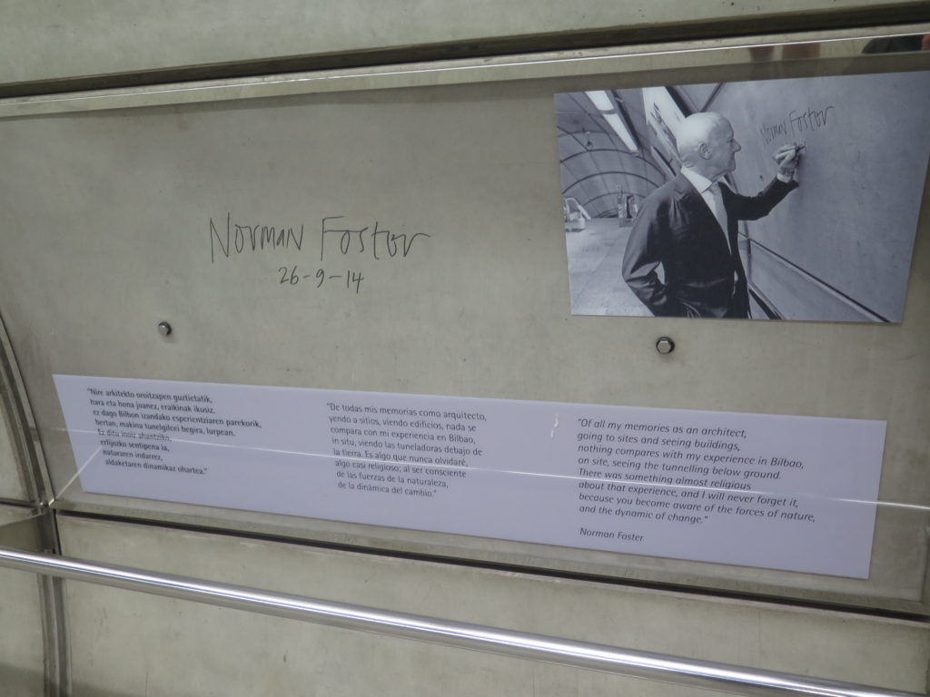 Norman Foster designede metroen i Bilbao