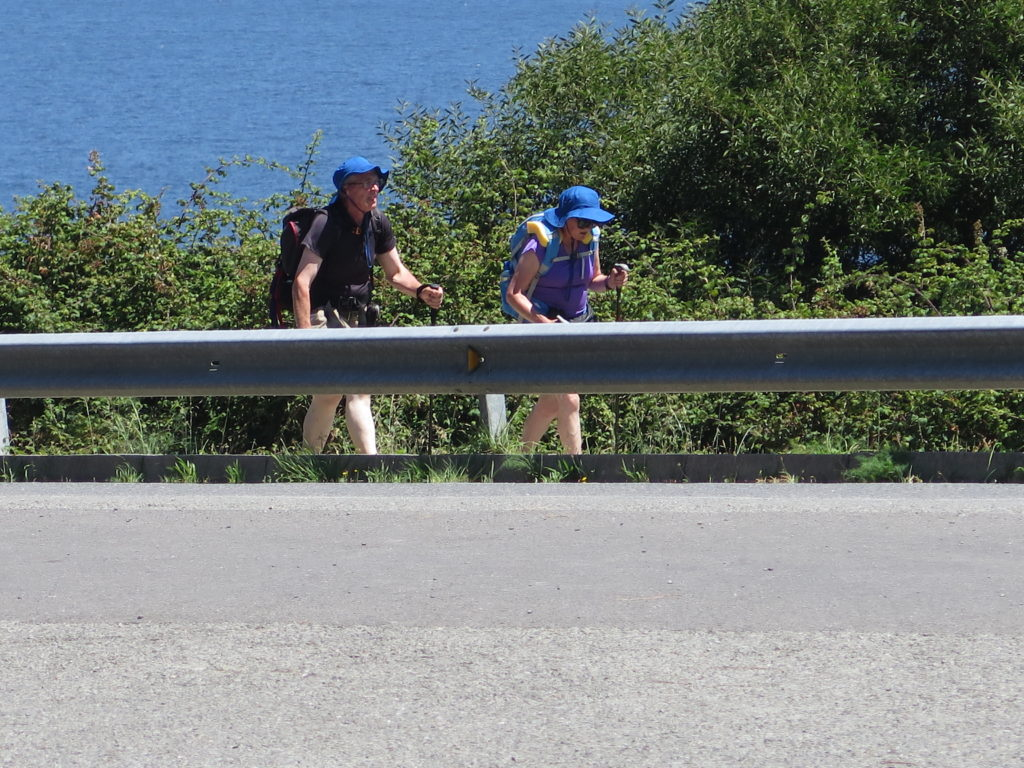 Trætte pilgrimme langs Camino-ruten