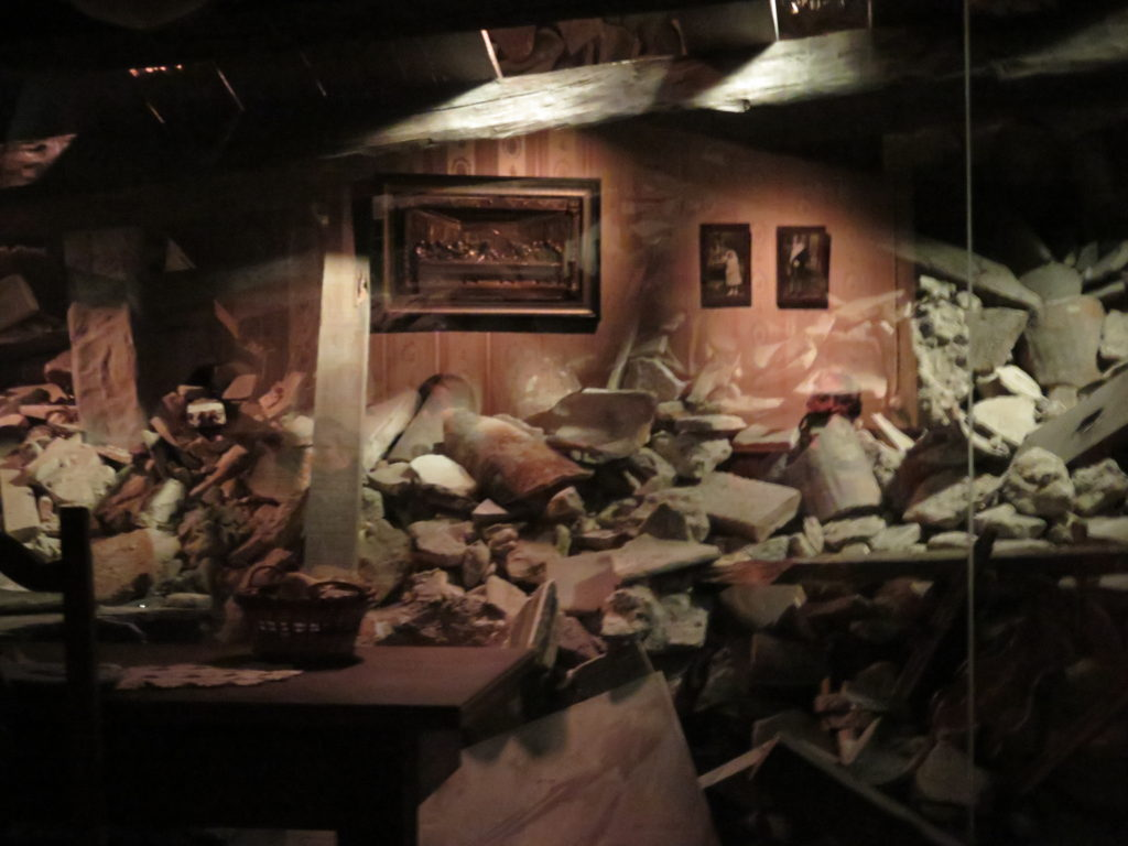 Bombardement illuderes på Fredsmuseet i Gernika - Guernika