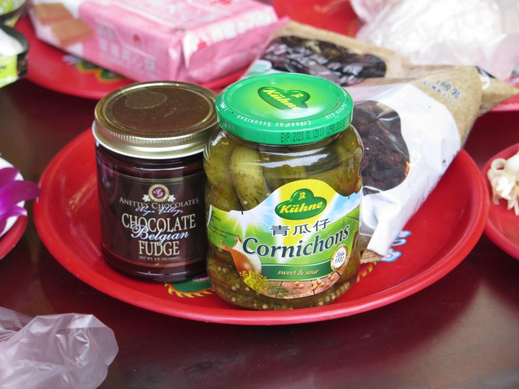 Henkogte madvarer i det buddhistiske tempel Longshan i Taipei