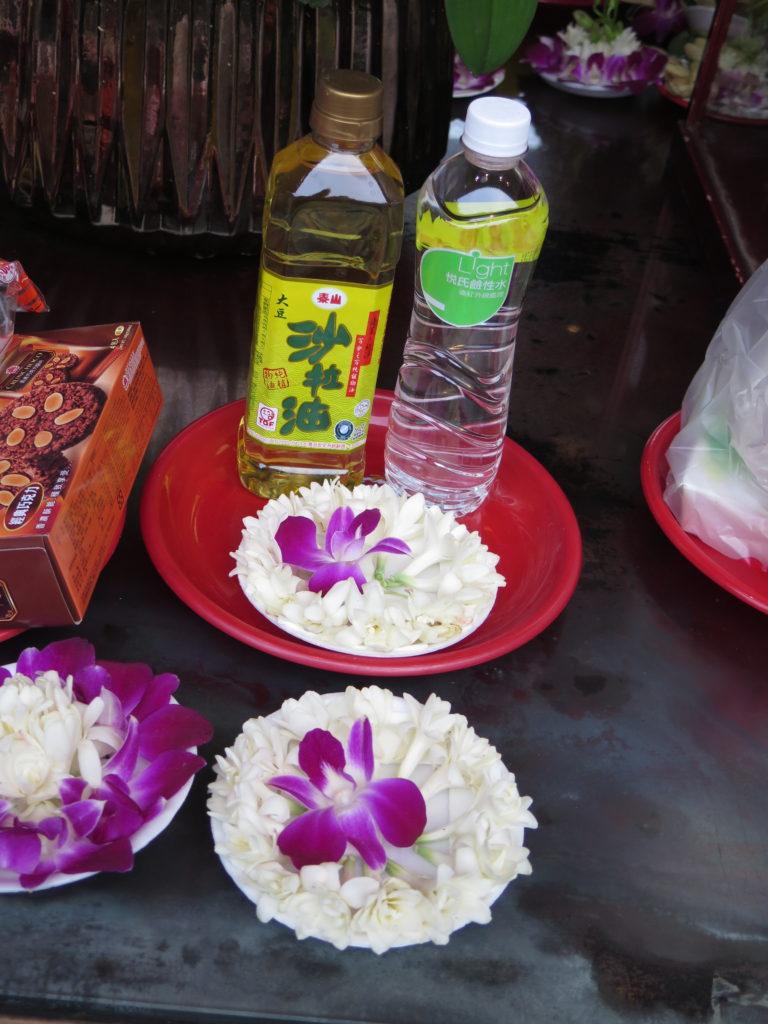 Mad og drikke i det buddhistiske tempel Longshan i Taipei