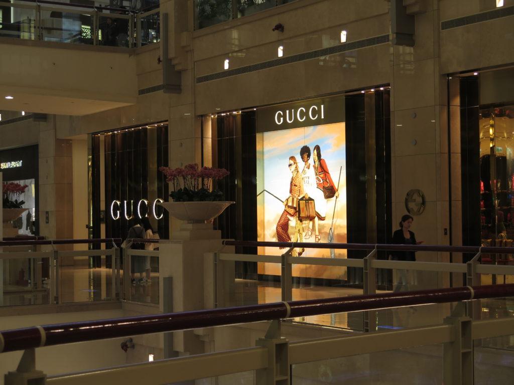 Indkøbscenter i Taipei 101 med mærkevarer - Gucci