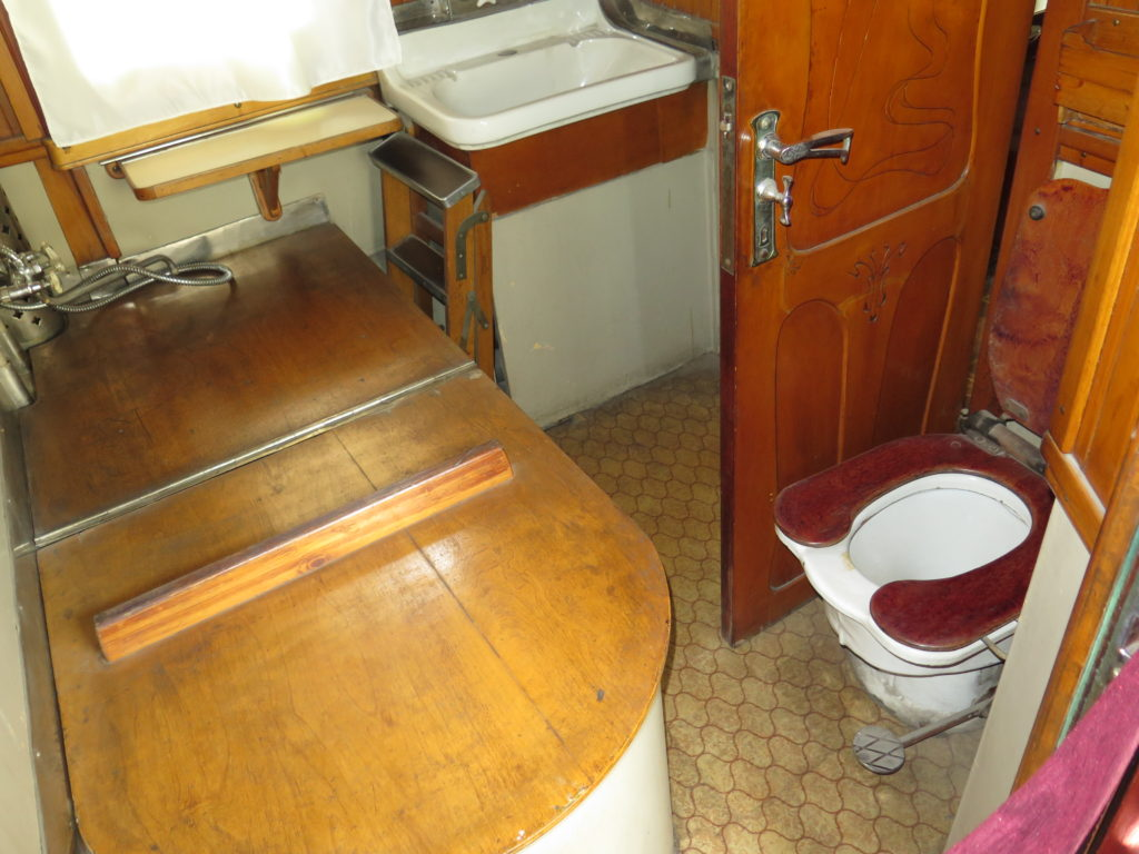 Toilet i Stalins personlige togvogn fra museet i Gori, Georgien