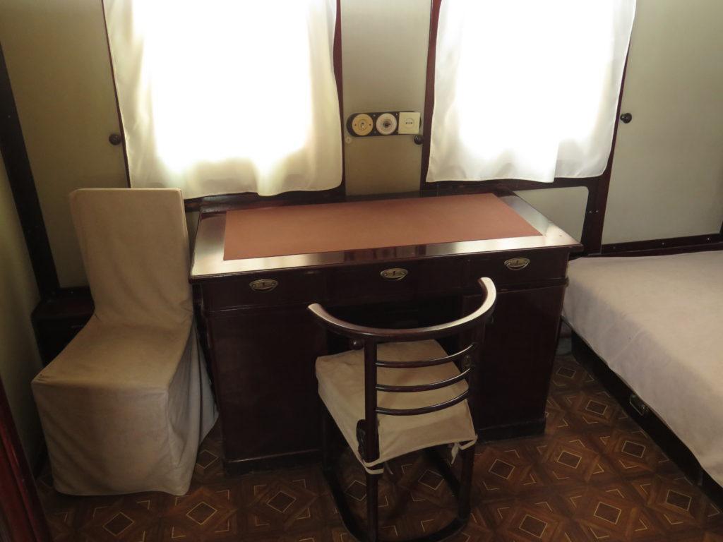 Skrivebord i Stalins personlige togvogn fra museet i Gori, Georgien