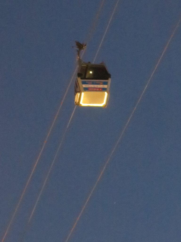 Kabelbanen i Tbilisi om aftenen