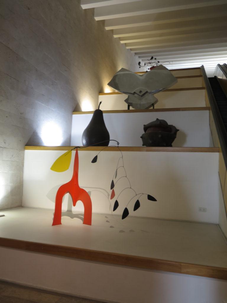 Udsigt på vej op af rulletrappe i Cafesjian Museum of Art