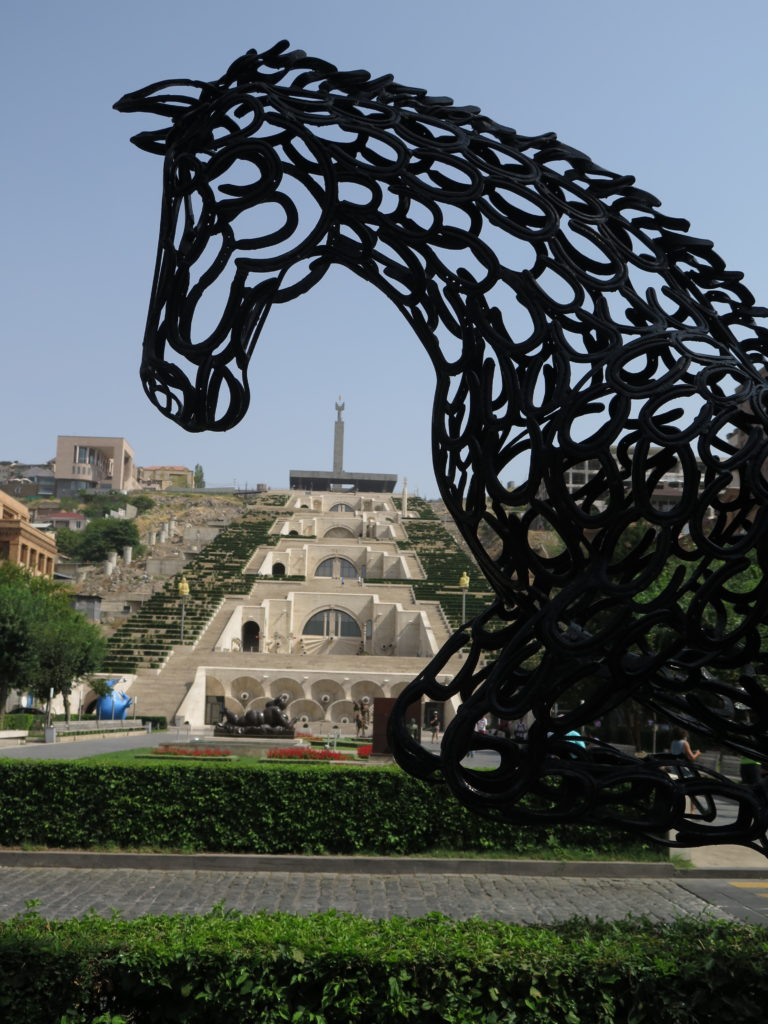 Udsigt mod den store trappe - Armeniens hængende haver