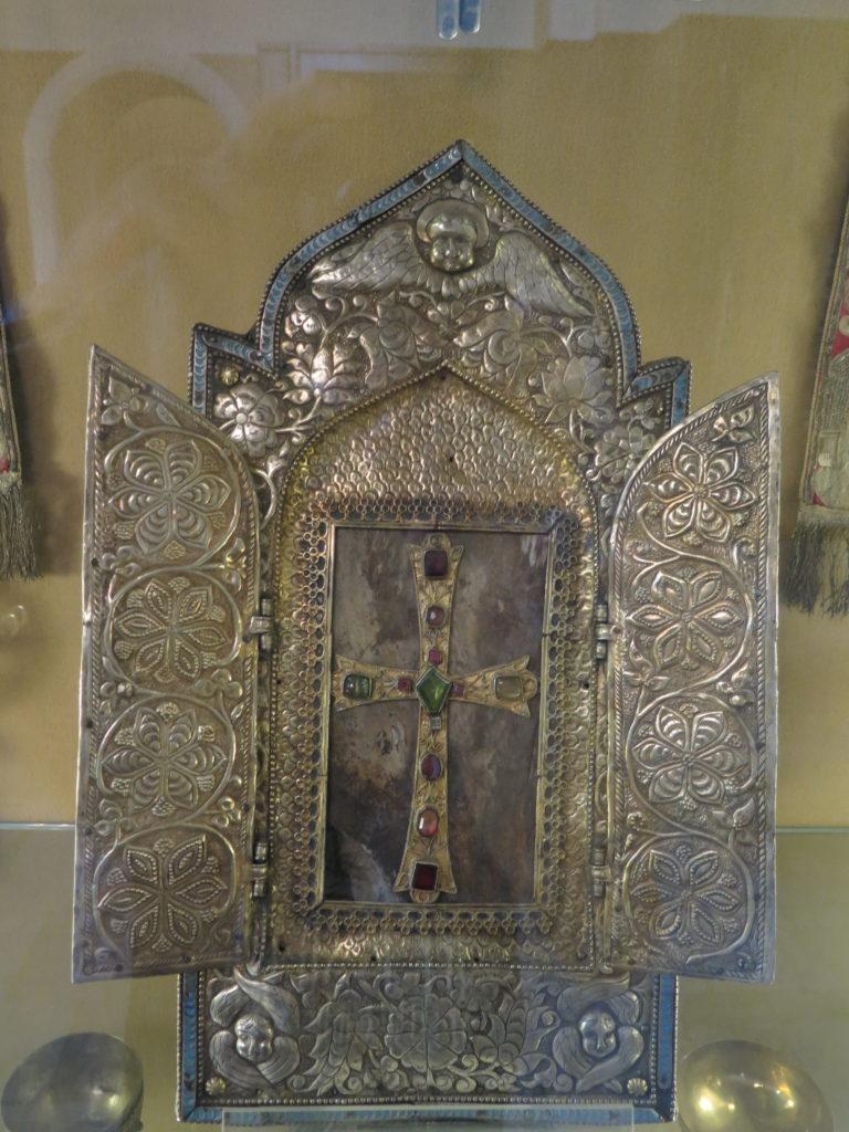 Træsplint fra Noahs Ark i Etchmiadzin-katedralen, Armenien