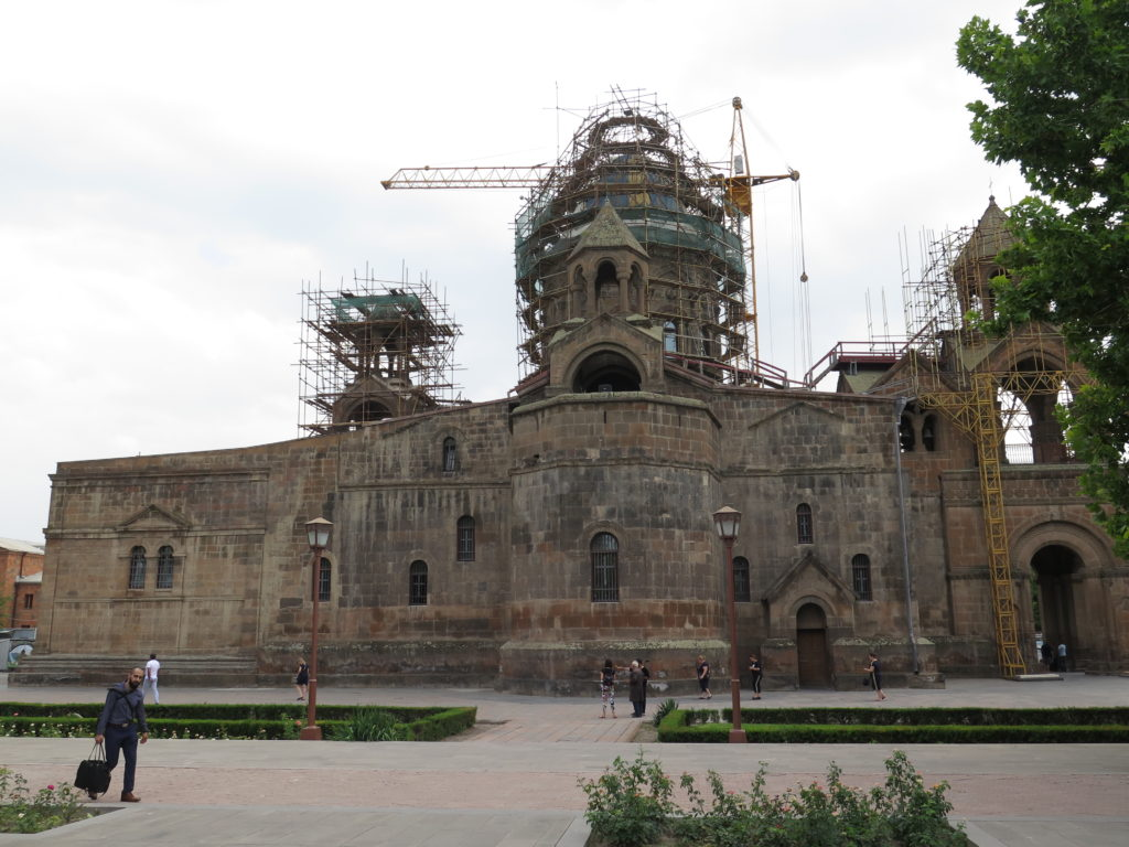 Etchmiadzin-katedralen, Armenien under ombygning hvor man kan se Noahs Ark