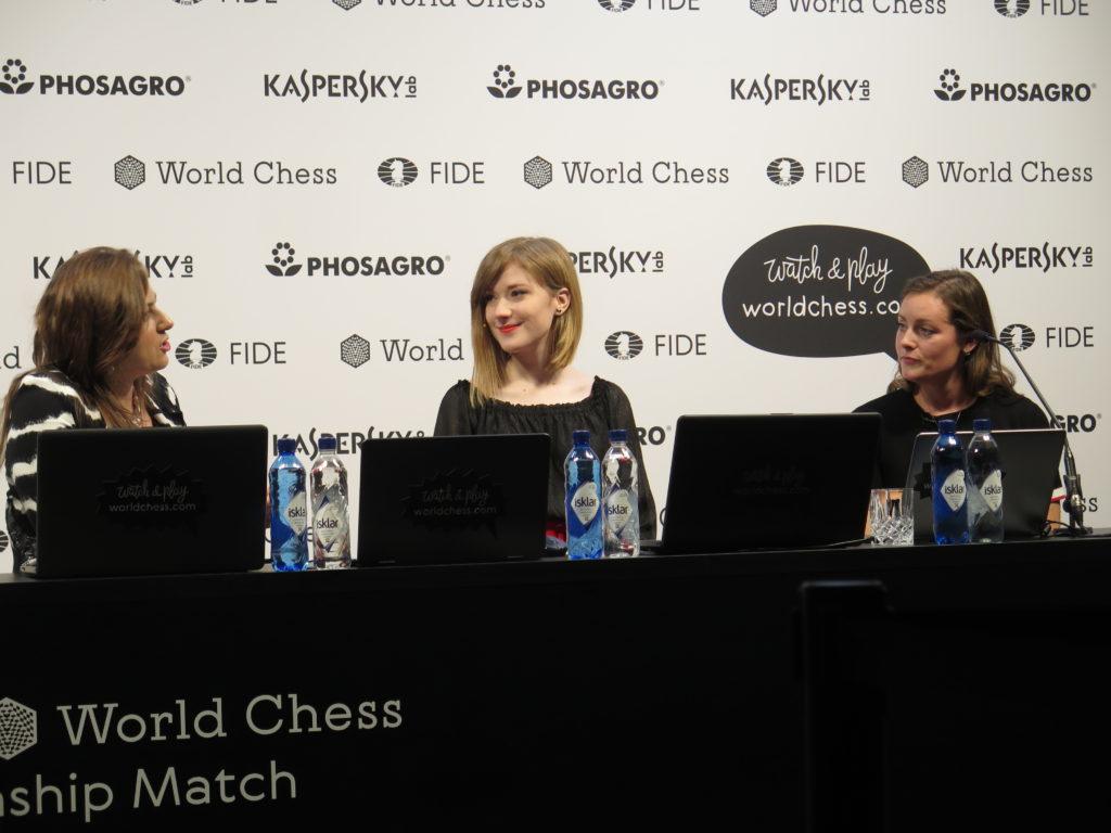 Løbende analyser fra GM Judit Polgar og IM Anna Rudolf