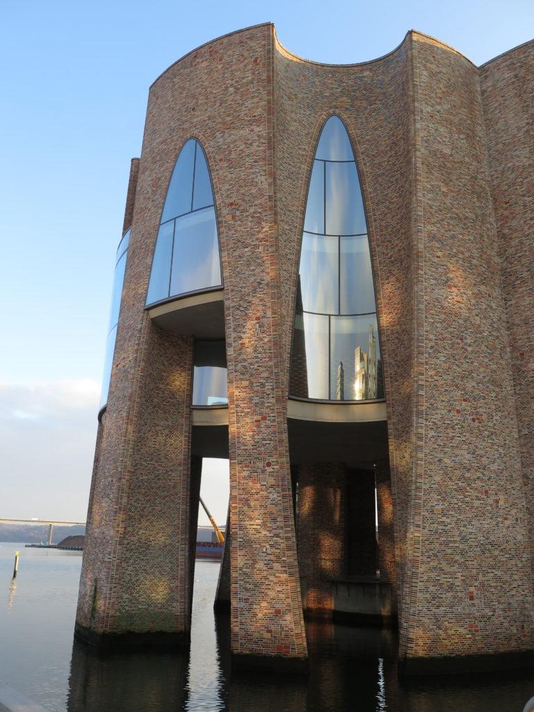 Fjordenhus er bygget ude i vandet