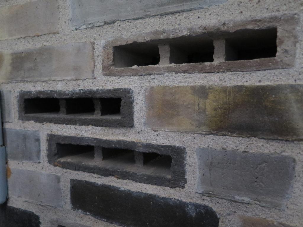 Udluftningskanaler i mursten