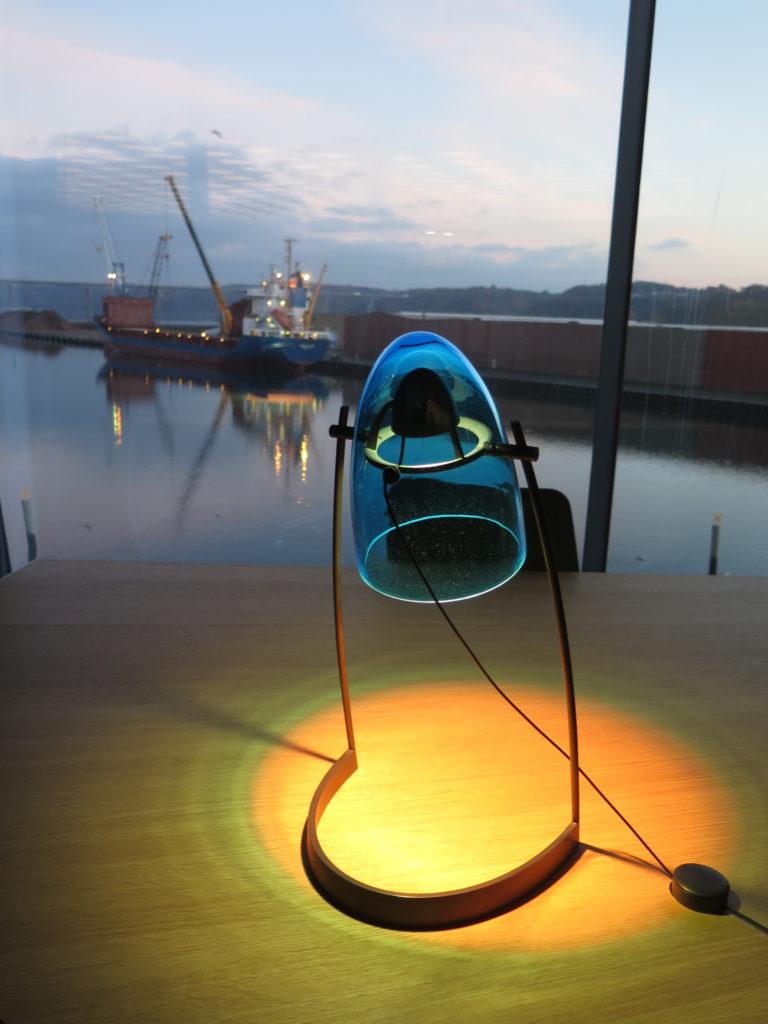 Flot lampe på skrivebord