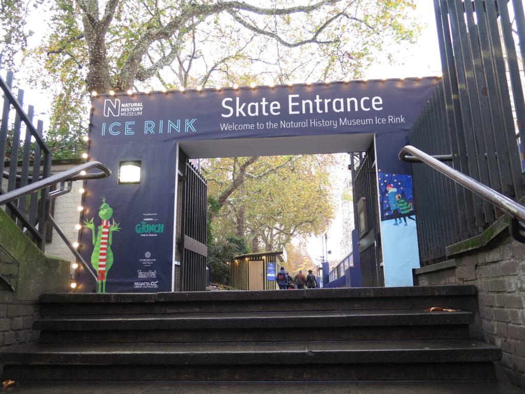 Mulighed for at stå på skøjter ved Natural History Museum