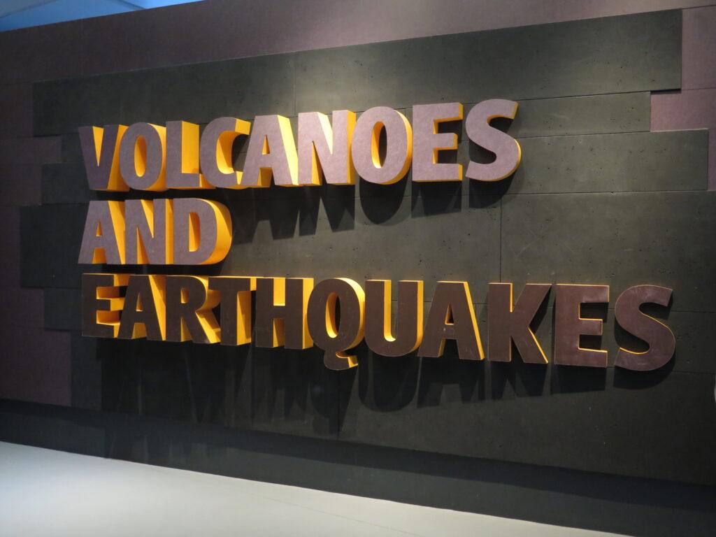 Afsnit om vulkaner og jordskælv på Natural History Museum