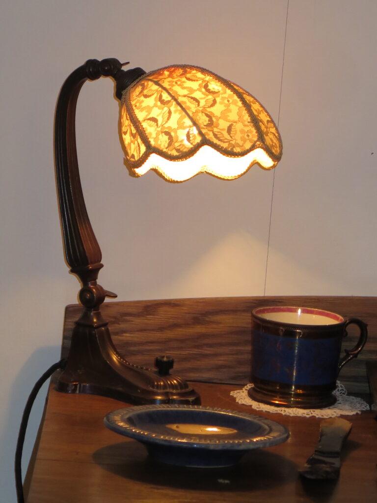 En flot lampe på skrivebordet