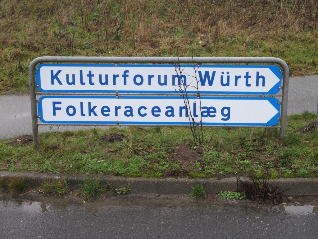 Vejen til Kulturforum Würth og Folkeraceanlæg