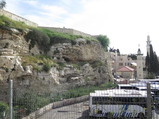 Foto af klippen hovedskal fra 2019 fotograferet fra Garden Tomb