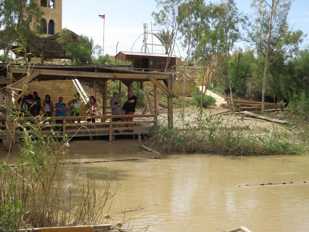 Turister på den Jordanske side