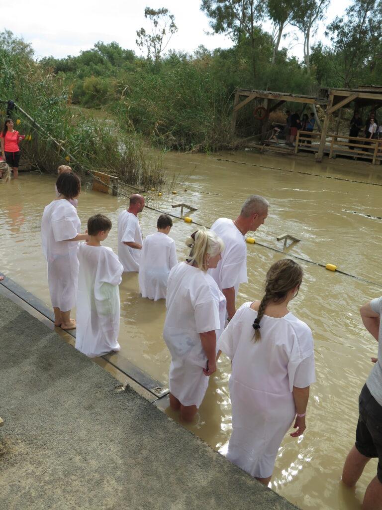 Dåb i floden fra den Israelske side. Jesus døbt ca. her