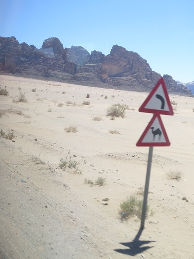 Vejskilt i Wadi Rum ørkenen