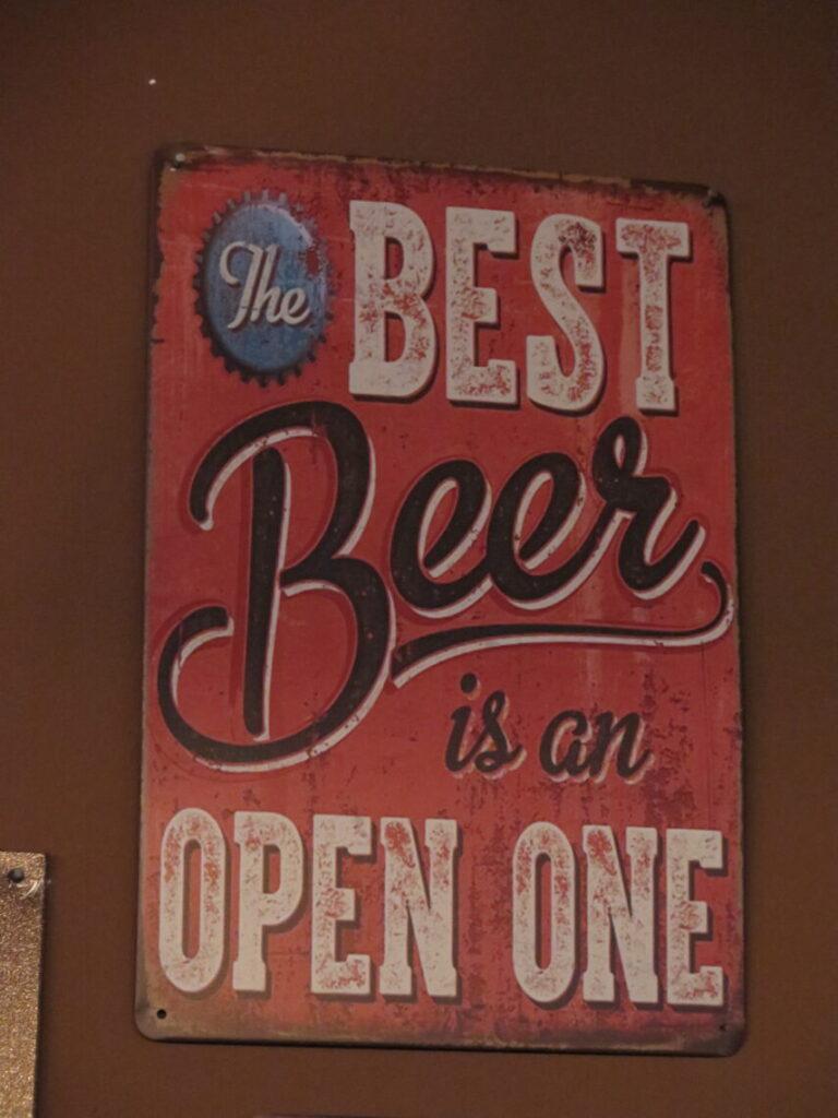 The best Beer is an open one. En af de sjove ølplakater