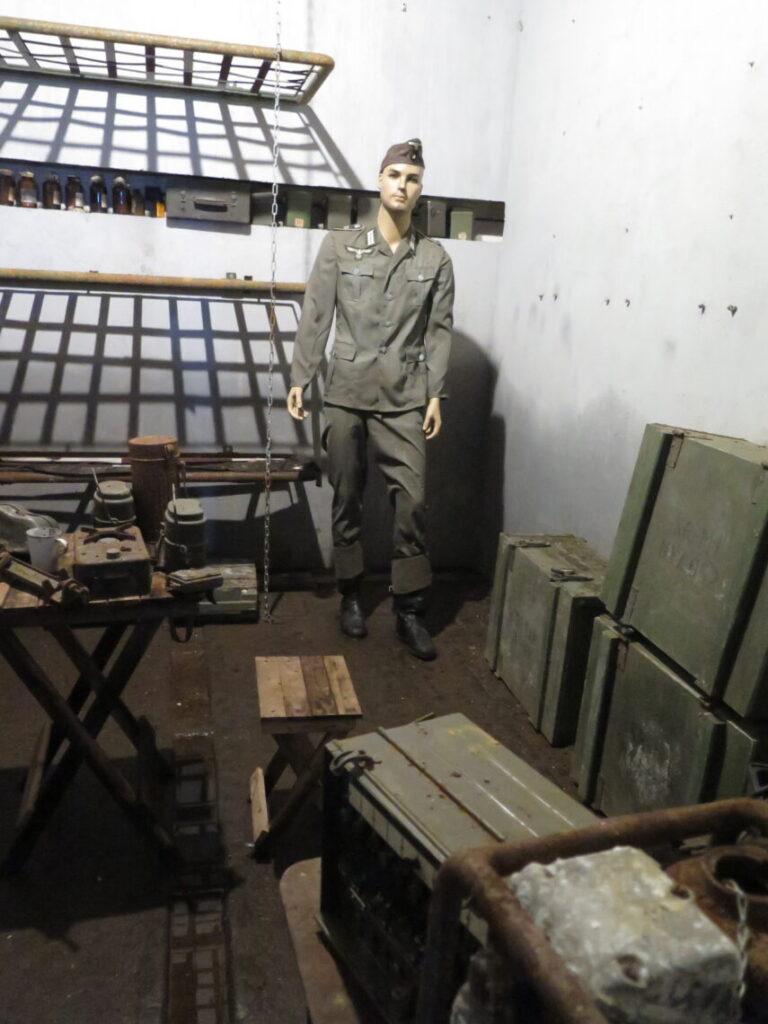 Eksempel på beboelsesrum i Mauerwald. Kommunikation i Mauerwald og Enigma-kodemaskinen