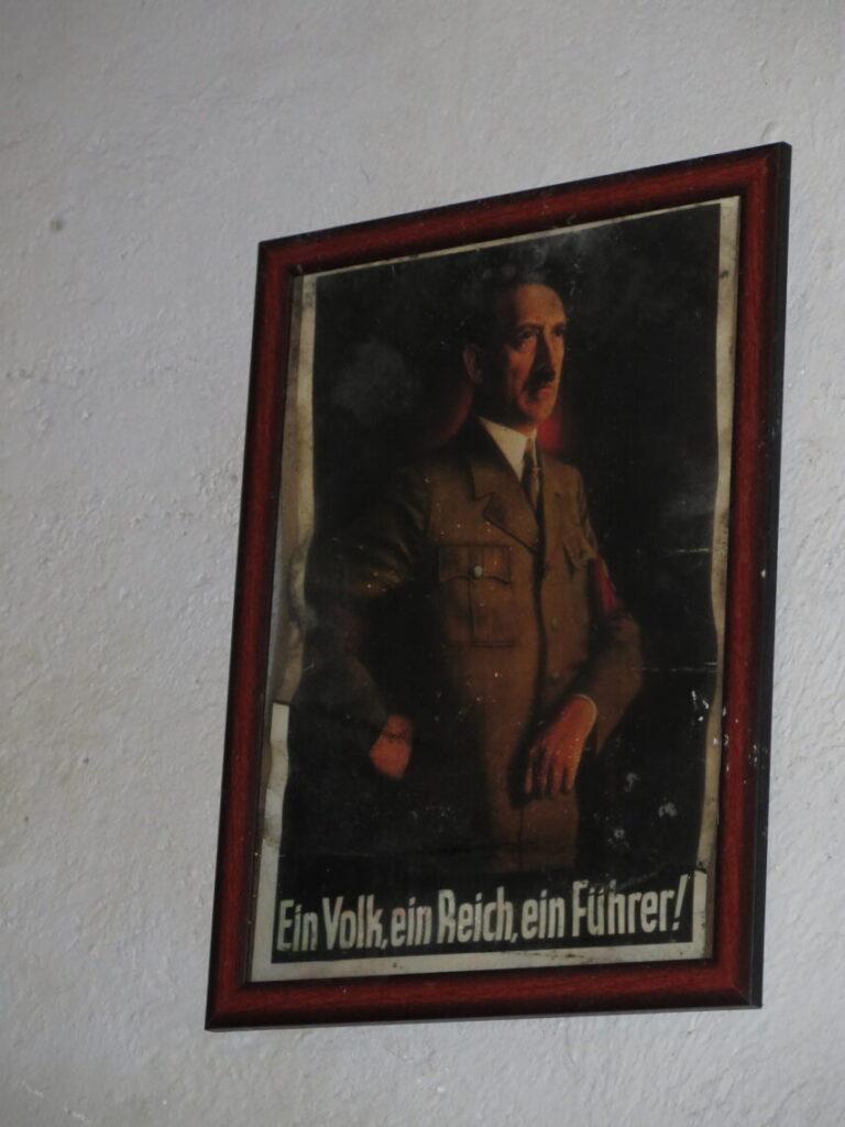 Billede af Hitler i Mauerwald. Kommunikation i Mauerwald og Enigma-kodemaskinen