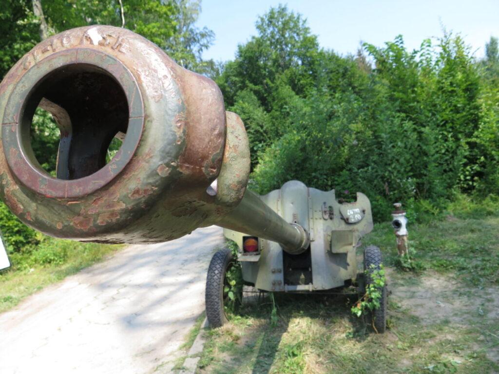 Kanon uden for museet i Maurwald