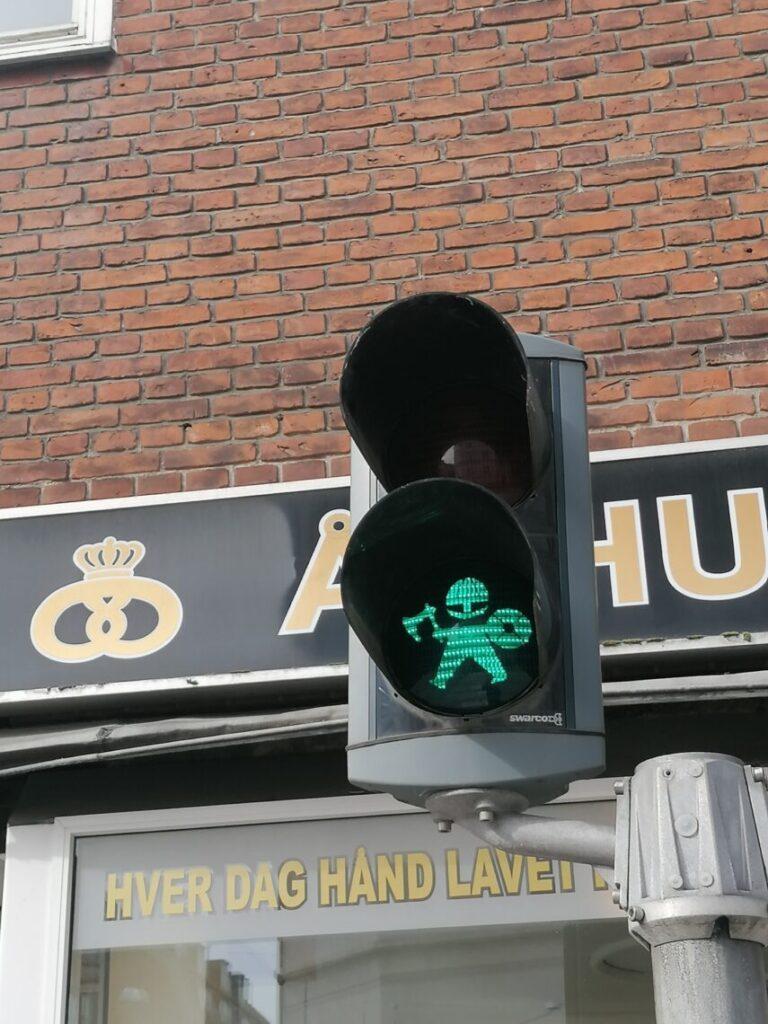 Grønt viking fodgænger trafiklys i Aarhus