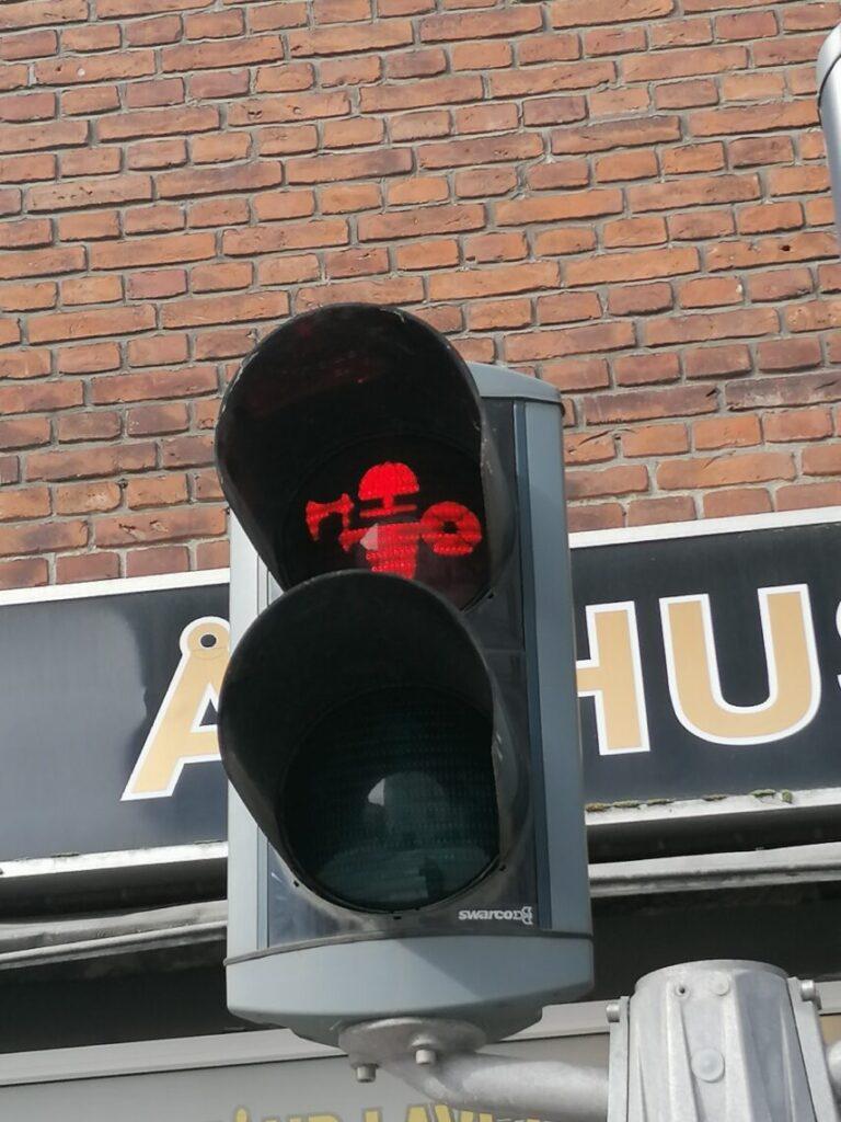 Rødt viking fodgænger trafiklys i Aarhus