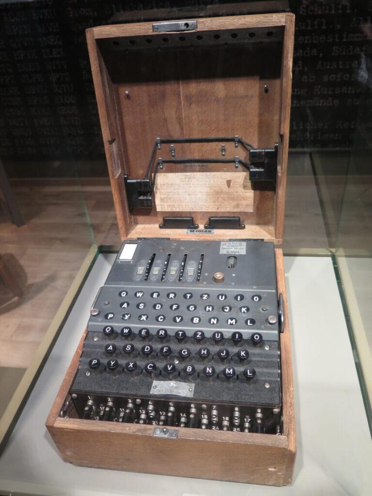 Enigma-kodemaskine på Anden Verdenskrigsmuseet i Gdansk