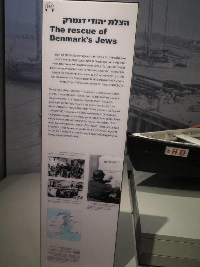 Redningen af danske jøder og fiskerbåd i baggrunden. Set på Holocaustmuseet Yad Vashem i Jerusalem