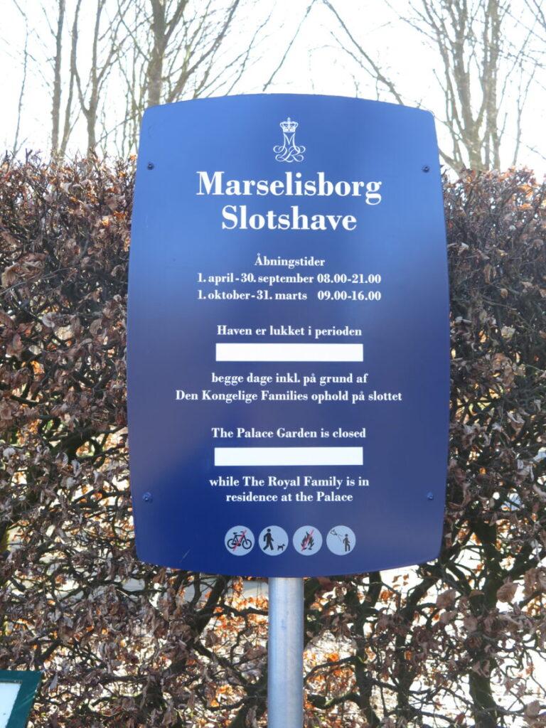 Skilt ved indgangen til Marselisborg Slotshave