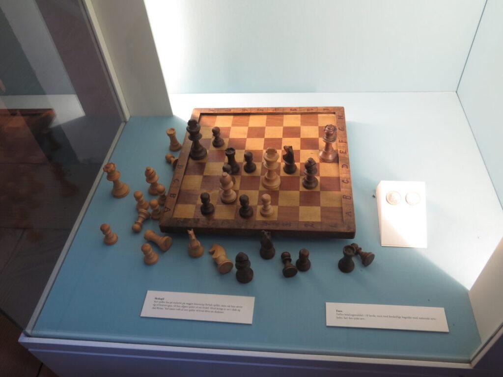 Stillingen på skakbrættet fra maleriet. 1864 og skak på 64 felter