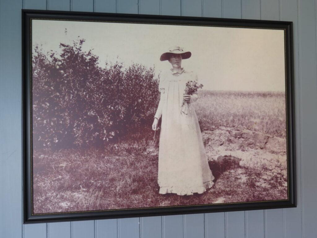 Foto af Anna Ancher i Saxilds Gaard i Skagen