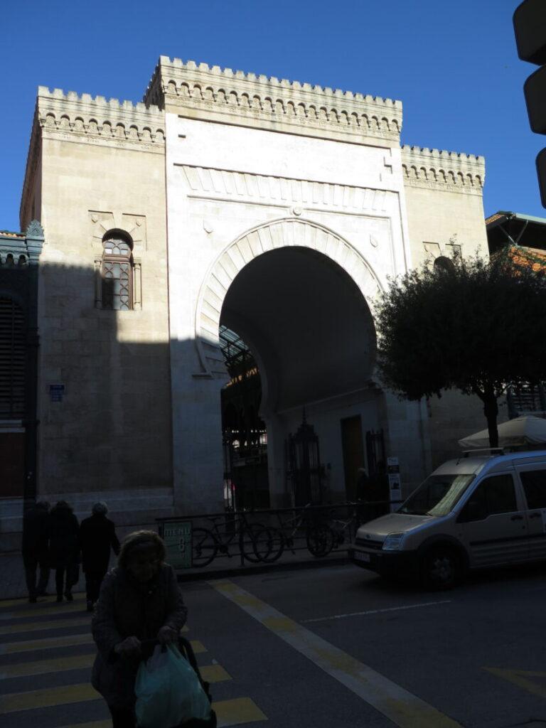 En anden indgang markedshallen Mercado Atarazanas