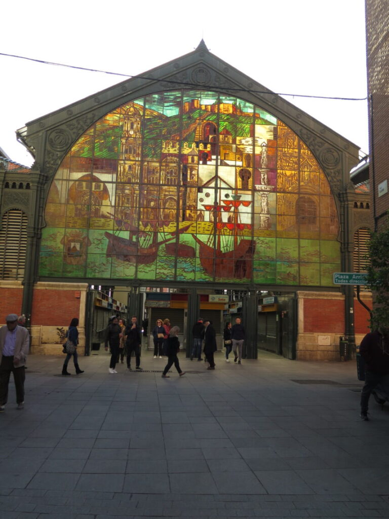 Indgangen til Markedshallen Mercado Atarazanas