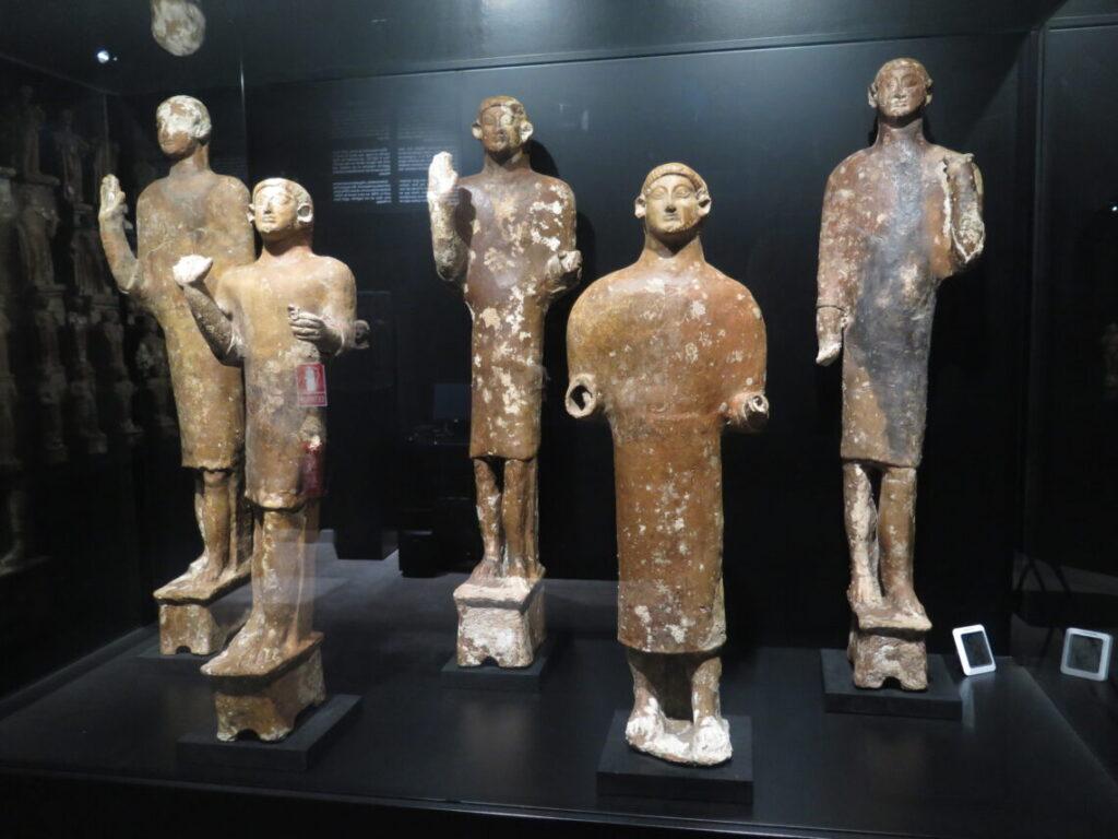 Terracotta-figurer fra Malaka-salen på Museet Ifergan Collection
