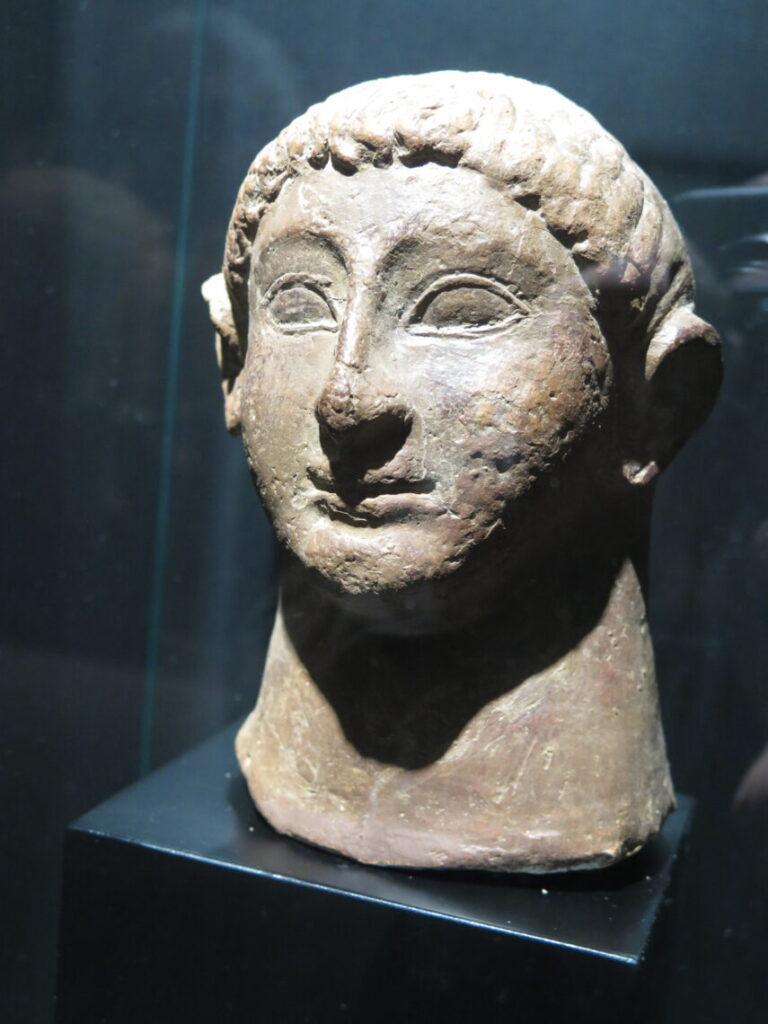 Også fundet på havets bund mange år efter forlis. Ses på Museet Ifergan Collection