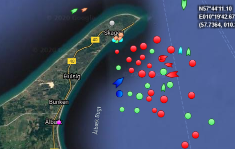 De to blå markeringer er de to strandede krydstogtskibe under Corona i Ålbæk Bugt