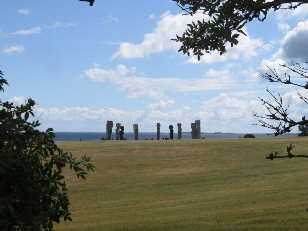 Dodekalitten set fra jættestuen Glentehøj