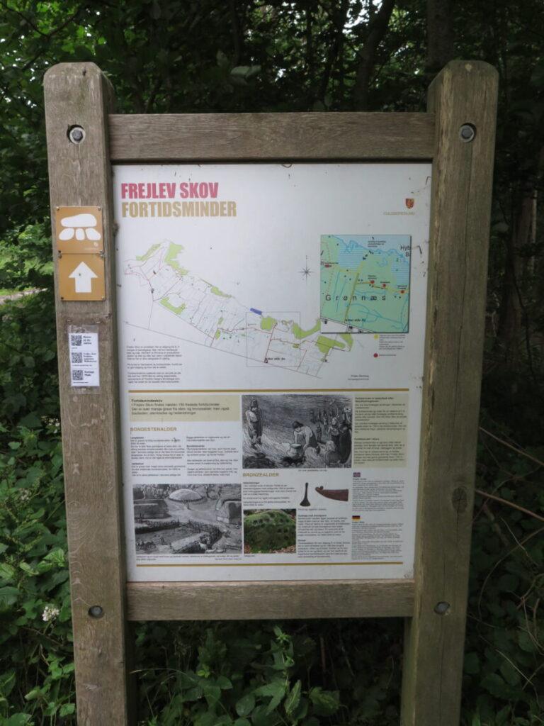 Planche med fortidsminder i Frejlev skov