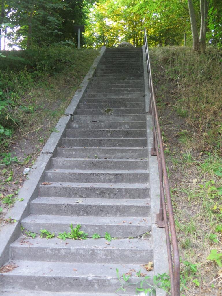 Stentrappe op til Årlsev-dyssen