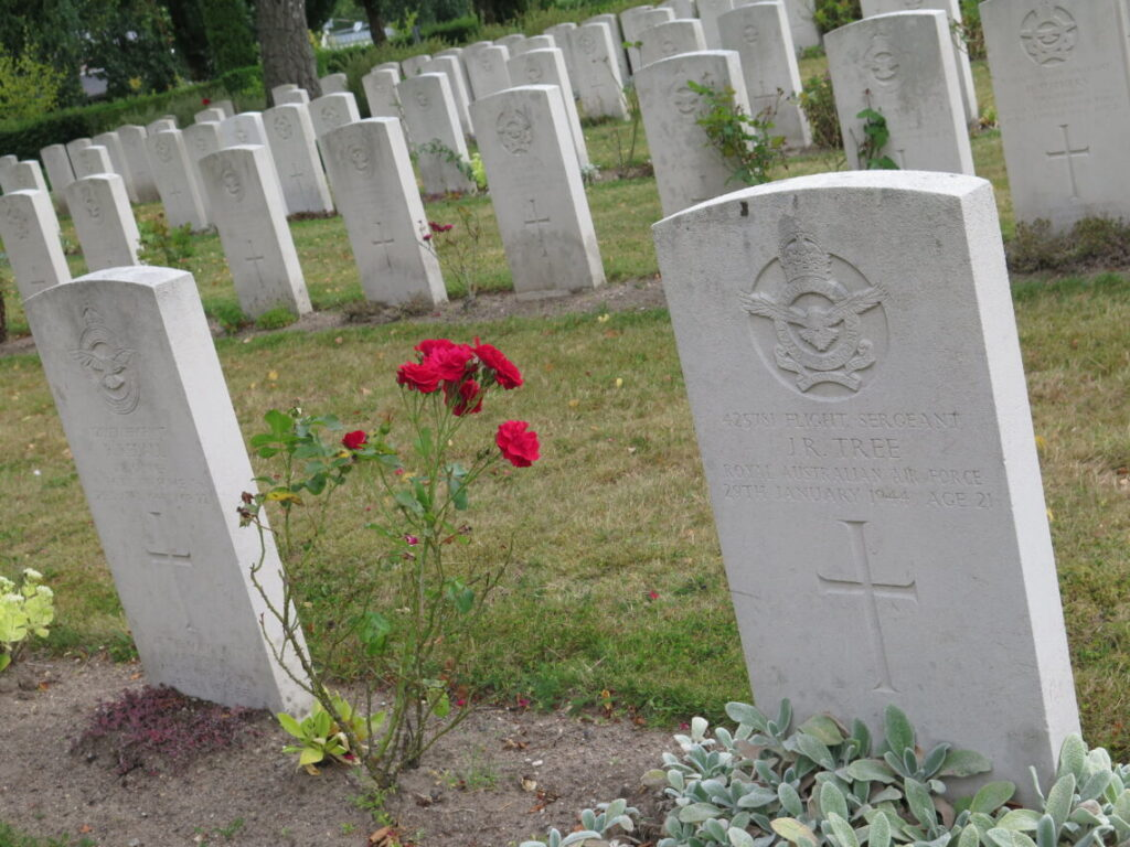 På Aabenraa Kirkegård ligger 154 britiske flyvere begravet